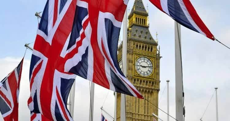 башня и английские флаги