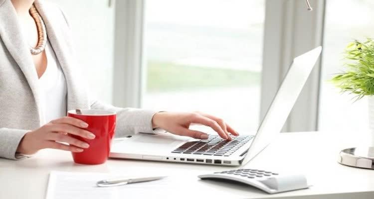 пью кофе зарабатываю в интернете