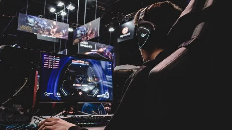 Плюсы и минусы заработка на компьютерных играх