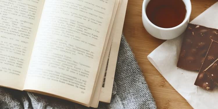Книга на английском и кофе