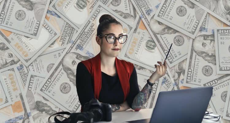 Сколько заработал блоггер на Ютубе думает девушка